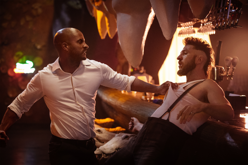 """Shadow Moon"" (Ricky Whittle) brawls with ""Mad Sweeney""  (Pablo Schreiber)"